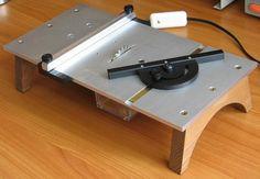 """Un proyecto genial para los amantes del """"hazlo tu mismo"""" (o DIY en inglés): un mesa miniatura para corte en limpio de metales, plásticos y madera."""