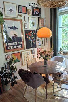 Living Room Interior, Living Room Decor, Bedroom Decor, Retro Living Rooms, Bedroom Ideas, Wall Decor, Deco Retro, Aesthetic Room Decor, Apartment Living