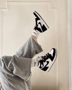 Jordan Shoes Girls, Jordan Outfits, Girls Shoes, Sneakers Fashion, Shoes Sneakers, Nike Air Shoes, Aesthetic Shoes, Hype Shoes, Fresh Shoes