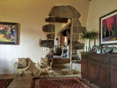 Foto 6 Entryway Tables, Furniture, Home Decor, Stone Houses, House Decorations, Decoration Home, Room Decor, Home Furnishings, Home Interior Design
