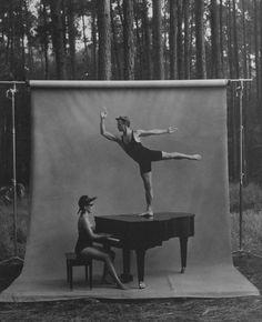Another amazing duo! paddle8:  Annie Leibovitz,Mikhail Baryshnikov and…