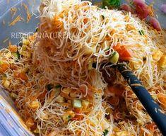 Vocês conhecem esse macarrão de arroz super levinho, sem lactose e sem glúten? Amoo!!! Adoro fazer ele com frango, carne e até salada. Salada de Bifum Drinking Tea, Japchae, Diet Recipes, Sushi, Cabbage, Good Food, Food And Drink, Low Carb, Vegetables