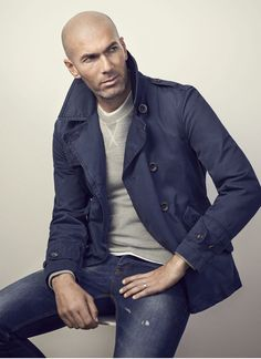 Double-breasted trench coat from the casual collection crafted in a cotton canvas fabric. Zinedine Zidane, European Fashion, Timeless Fashion, Bald Head Man, Mature Mens Fashion, Men Photoshoot, Trench Coat Men, Bald Men, Hommes Sexy