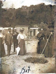 Playa de Zapallar en 1907. Enterreno Old Houses, Old Photos, Geeks, Landscapes, Hobbies, Painting, Vintage, Santiago, Old Photography