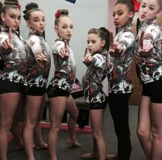 The girls! L to R : Kalani, Kendall, Maddie, Mackenzie, Nia & Chloe :) Dance Moms Facts, Dance Moms Dancers, Dance Mums, Dance Moms Girls, Mackenzie Ziegler, Maddie Ziegler, Dance Moms Confessions, Kendall Vertes, Famous Dancers