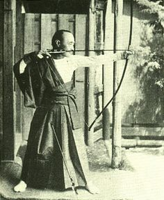 徳川慶喜 (とくがわ よしのぶ) 江戸幕府第15代 最後の将軍1866~1867 Tokugawa Yoshinobu (1837-1913) of the General of 15th Tokugawa shogunate government. Yoshinobu which practices the bow.