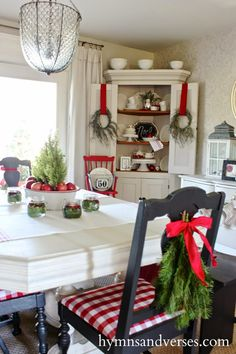 Christmas Dining Room - 2014 Christmas Home Tour - Hymns & Verses Christmas Love, Country Christmas, Christmas Photos, Christmas Island, Christmas Cactus, Christmas Music, Vintage Christmas, Farmhouse Christmas Kitchen, Christmas Ideas