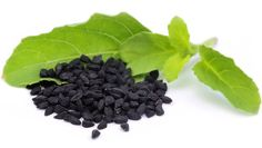 Black seed oil comes from black seeds ( nigella sativa ) which is also called black cumin seed oil. This oil has many medicinal health benefits and uses. Nigella Sativa, Nigella Seeds, Natural Treatments, Natural Remedies, Kalonji Seeds, Caraway Seeds, Black Seed, Oil Benefits, Health Benefits