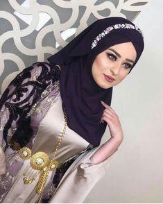 Image may contain: 1 person, closeup Beautiful Arab Women, Beautiful Girl Photo, Beautiful Hijab, Beautiful Asian Girls, Hijab Prom Dress, Pakistani Party Wear Dresses, Hijabi Girl, Girl Hijab, Muslim Beauty