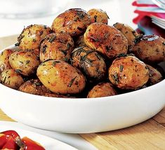 Christmas Dinner: Rosemary roast potatoes Rosemary and potatoes are a match made in vegie-patch heaven - these are great served both hot and cold. Rosemary Roasted Potatoes, Roasted Potato Recipes, Potato Dishes, Food Dishes, Side Dishes, Bbc Good Food Recipes, Side Dish Recipes, Cooking Recipes, Thanksgiving Recipes