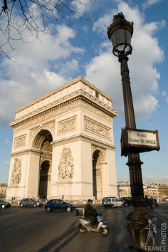 The Arc de triomphe at Charles de Gaulles square on a busy day.