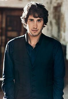Josh Groban ... that voice ... and he's funny too!