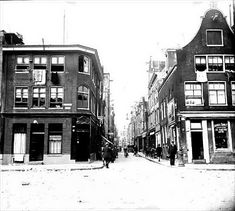 1930. A view of the Tweede Goudsbloemdwarsstraat in the Jordaan neighborhood of Amsterdam seen from the Lindengracht. At the corner of Lindengracht and Goudsbloemdwarsstraat is bakery De Ruiter. The Goudsbloemdwarsstraat runs between the Willemstraat and Lindengracht. Today, there is a mixture of renovated, original buildings and newly constructed 3-story apartment buildings on the street. Photo Stadsdarchief Amsterdam / Nico Swaager. #amsterdam #1930 #TweedeGoudsbloemdwarsstraat #Jordaan