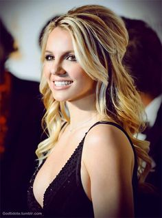 Half Up Hair für Britney Spears Frisuren Britney Spears, Wedding Hair And Makeup, Bridal Hair, Hair Makeup, Bridesmaid Hair, Prom Hair, Pretty Hairstyles, Wedding Hairstyles, Color Rubio