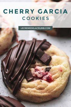 Bakery Recipes, Cookie Recipes, Dessert Recipes, Desserts, Big Cookie, Cookie Time, Cookie Jars, Chocolate Cherry Cookies, Almond Chocolate