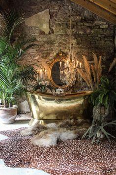 Little Known Ways to get Bohemian Bathroom Bohemian Bathroom, Interior And Exterior, Interior Design, Deco Originale, Bathroom Trends, Bathroom Goals, Eclectic Decor, Of Wallpaper, Beautiful Bathrooms