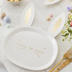 Serve delicious treats on these gorgeous gold-foiled Easter bunny plates! These adorable Easter plates with gold detailing will be loved by your family and guests at your Easter party. Bunny Party, Easter Party, Party Plates, Party Tableware, Baby Shower Plates, Decoration Table, Easter Wreaths, Team Bride, Diy