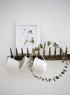 Make an everlasting decorative wreath - dried eucalyptus doesn't lose its colour, so why take it down? Dried Eucalyptus, Eucalyptus Wreath, Flat Ideas, Rose Cottage, Colorful Garden, Industrial, Diy Flowers, Colorful Interiors, Floral Arrangements
