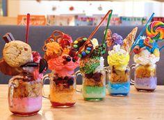SNS を中心に話題となっている栃木県宇都宮のカフェ「サウスアべニューストア」。さまざまなパフェが食べられるお店として人気を集めてるのですが、注目はその見た目!今回は、甘党必見とも言われているこちらのお店を詳しくご紹介していきます。 Japan Dessert, Kawaii Dessert, Cute Desserts, Delicious Desserts, Yummy Food, Crazy Shakes, Food Business Ideas, Ice Cream Smoothie, Crepes And Waffles