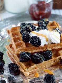 Przepyszne gofry pełnoziarniste / Whole-wheat waffles Whole Wheat Waffles, Crackers, Food And Drink, Cooking, Breakfast, Recipes, Blog, Community, Gallery