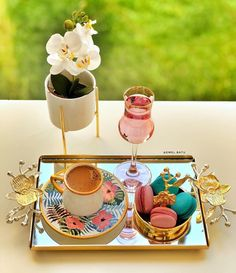 Coffee Tray, Coffee Cafe, Arabic Coffee, Turkish Coffee, Food Decoration, Table Decorations, Plate Presentation, Food Carving, Pink Home Decor