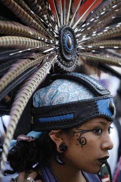 Trajes De Danzantes Aztecas | La comunidad indigena Azteca exige una ley al gobierno mexicano
