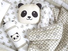 Shop for panda baby shower stuff at Panda Things, the world's number one panda store. Choose from a huge selection of panda baby shower items available now. Panda Kindergarten, Baby Shower Gifts, Baby Gifts, Cot Bedding Sets, Baby Bedding, Panda Bebe, Red Panda, Couture Bb, Panda Nursery
