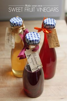 How to Make Your Own Sweet Fruit Vinegars Homemade Syrup, Homemade Spices, Homemade Seasonings, Make Your Own, Make It Yourself, How To Make, Homemade Dressing, Infused Oils, Chutneys