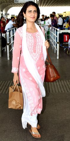 Janhvi Kapoor, Fatima Sana Shaikh, Kriti Sanon spotted at Mumbai airport Fatima Sana Shaikh opted for a pink and white Indian attire when clicked by the shutterbugs at the Mumbai airport. Pakistani Dresses, Indian Dresses, Indian Outfits, Pink Suits Women, Indian Designer Suits, Stylish Dress Designs, Kurta Designs Women, Kurti Designs Party Wear, Dress Indian Style