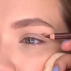 Eyebrow Makeup Tips, Makeup Eye Looks, Eye Makeup Steps, Eyeshadow Makeup, Hair Makeup, Natural Eye Makeup Step By Step, Soft Eye Makeup, Eyeshadow Palette, Natural Look Makeup