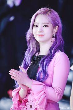 Check out Twice @ Iomoio Kpop Girl Groups, Korean Girl Groups, Kpop Girls, Nayeon, K Pop Idol, 17 Kpop, Twice Jyp, Twice Dahyun, Purple Hair
