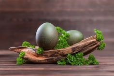 Naturalne barwniki do jajek: farbowanie pisanek bez chemii [infografika]   Mamotoja.pl Eggs, Breakfast, Food, Crafting, Morning Coffee, Essen, Egg, Meals, Yemek