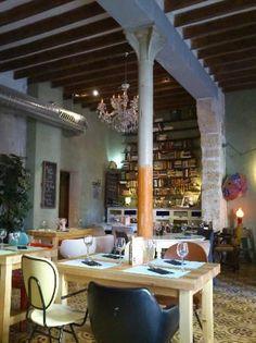 Quina Creu, Palma Een erg leuk ingericht restaurant en ze serveren goede tapas. Leuke sfeer!