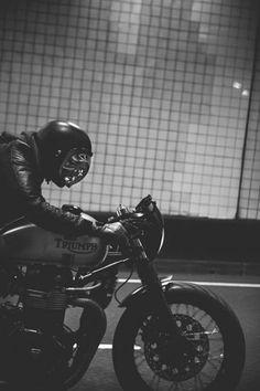 Andre's Triumph Thruxton Cafe Racer Thruxton Triumph, Triumph Motorcycles, Vintage Motorcycles, Custom Motorcycles, Custom Bikes, Custom Helmets, Motorcycle Types, Cafe Racer Motorcycle, Motorcycle Helmets