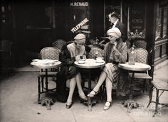 Vintage Paris Painting - Vintage Paris Cafe by Mindy Sommers