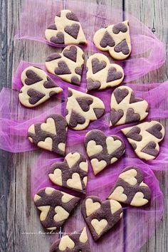 it wp wp-content uploads 2017 02 Biscotti-vaniglia-e-cacao-Cuori-bicolore-Ricetta-Biscotti-vaniglia-e-cacao. Biscotti Cookies, Yummy Cookies, Cake Cookies, Easy Cookie Recipes, Sweet Recipes, Bolacha Cookies, Cacao Recipes, Valentines Day Food, Sweets Cake