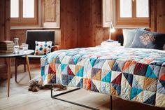 Patchworkdecke nähen für #schweizerlandliebe,#patchwork, #miristnichtlangweilig,#perrodeaguaespañol,@pontisella.stampa Bunt, Comforters, Quilts, Blanket, Sewing, Creative, Furniture, Home Decor, Board