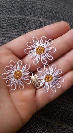 This Pin was discovered by Şav Crochet Unique, Crochet Motif, Crochet Designs, Crochet Stitches, Embroidery Stitches, Knit Crochet, Needle Tatting, Tatting Lace, Hand Embroidery