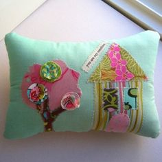 Hand Painted  Appliqued Posy Pillow Happy Home от tracyBdesigns