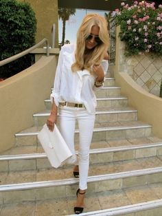 All white summer outfits womens fashion clothes style apparel clothing closet ideas STREET SMART white jeans shirts purse Mode Chic, Mode Style, Look Fashion, Street Fashion, Womens Fashion, White Fashion, Fashion Ideas, Fashion Trends, Fashion Bloggers