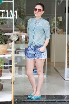 Camisa: Ebay  Óculos: Asos   Bolsa e Rasteira: Petite Jolie