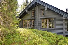 Kuvahaun tulos haulle hirsimökkien sisustus Cabin Homes, Shed, Outdoor Structures, House Styles, Home Decor, Decoration Home, Room Decor, Home Interior Design, Barns