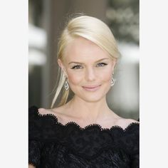 Kate Bosworth's look is soft, feminine and keeps the focus on the eyes.  Choose a liquid foundation with great coverage and light-reflecting qualities to give the appearance of flawless, creamy skin.  Nude lip color and a hint of blush just a shade darker than skin tone.  Black liquid eye liner.