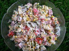 Kolorowa sałatka z makaronem