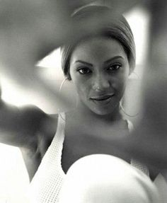 beyonce for essence Beyonce Fans, Celebrity Fashion Looks, World Most Beautiful Woman, Bare Face, Free Youtube, Beyonce Knowles, Female Singers, Queen Bees, American Singers