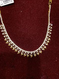 Gold Necklace Simple, Small Necklace, Gold Jewelry Simple, Necklace Set, Gold Bangles Design, Gold Earrings Designs, Gold Jewellery Design, Diamond Jewellery, Gold Temple Jewellery