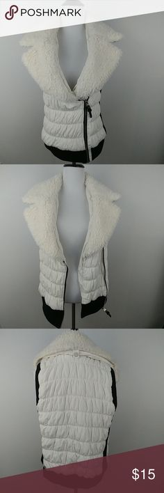 Calvin Klein Women's Coat Vest Sz S White Calvin Klein Women's Coat Vest Sz S White Thank you so much for looking! Be sure to check out the rest of my store! Have a Beautiful day! Calvin Klein Jackets & Coats Vests
