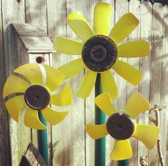 DIY recycled car part yard art sunflower flower Yard Art Crafts, Garden Crafts, Garden Art, Sunflower Garden, Sunflower Flower, Metal Yard Art, Metal Art, Garden Ideas With Plastic Bottles, Car Part Art