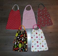 tuto serviette élastique Couture Bb, Coin Couture, Baby Sewing Projects, Sewing Tutorials, Sewing Patterns, Bandana Bib Pattern, Sewing Online, Knitting For Kids, Crochet Baby