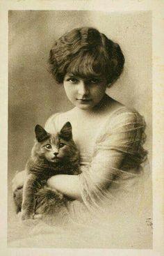 Beautiful Edwardian Girl w Cat Photo Postcard Images Vintage, Vintage Pictures, Vintage Photographs, Old Pictures, Vintage Postcards, Old Photos, I Love Cats, Crazy Cats, Cat People